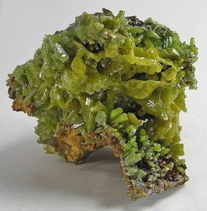 Кристаллы пироморфита из Китая