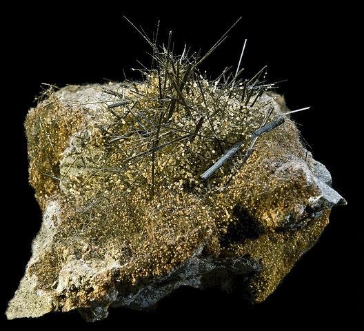 Кристалл актинолита из Португалии