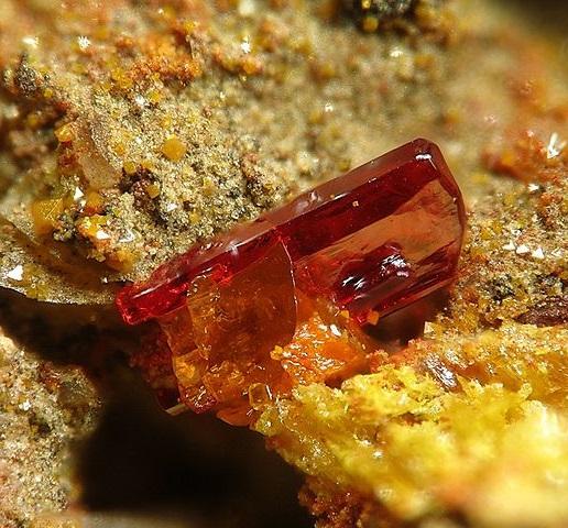 Феникохроит со шварцембергитом из Чили
