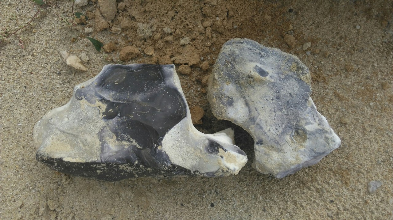 Камни из речного песка